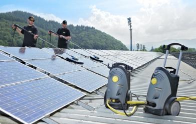 napelemek-tisztitasat-bizza-a-szakemberekre